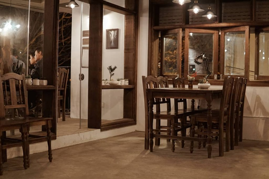 tầng 2 cafe Nhà Trong Ngõ (Tây Hồ)