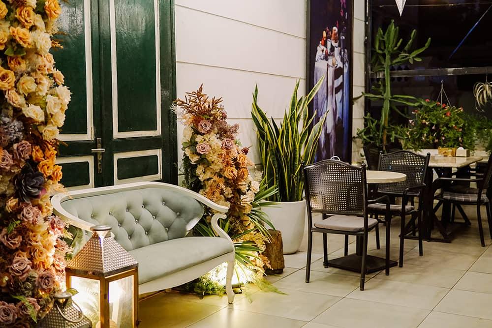 ghế sofa trên tầng 2 Villa Des Fleurs