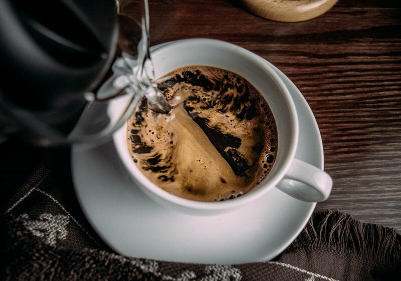 Uống cà phê hòa tan: Hơn thua gì cà phê hạt truyền thống?
