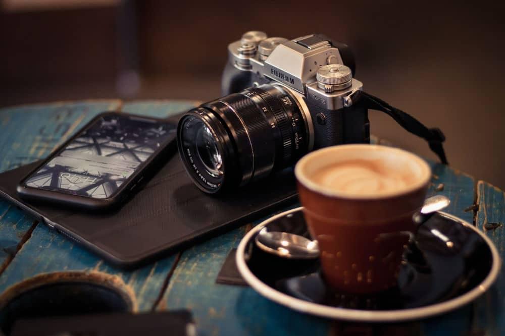 chụp ảnh ở quán cafe