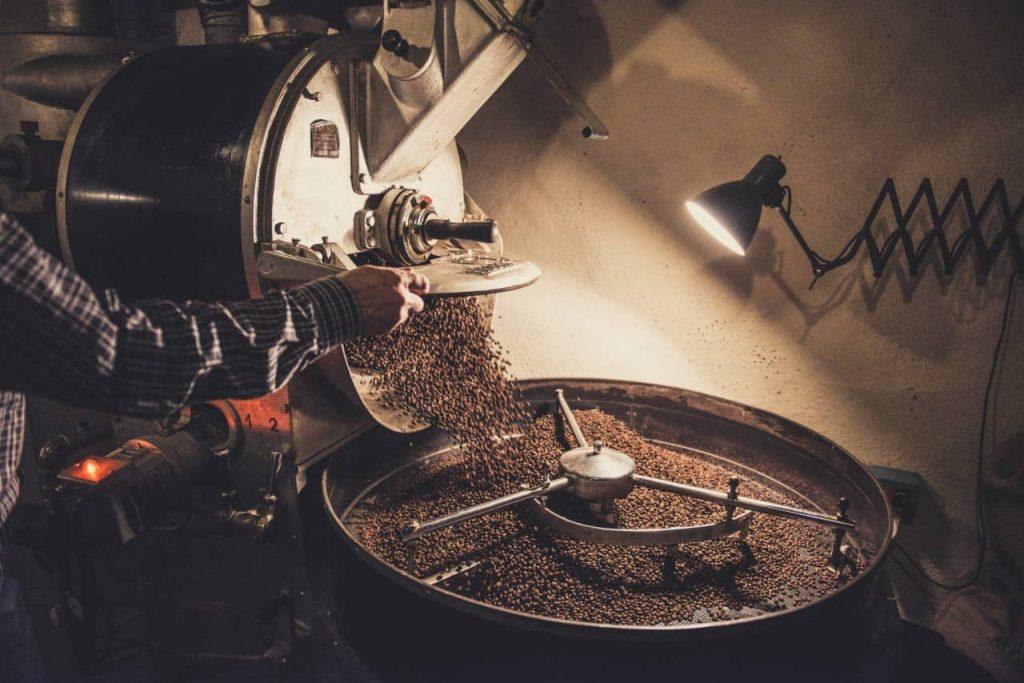 rang và sơ chế hạt cà phê