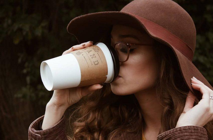 Uống cafe khiến cơ thể nặng mùi và hôi miệng: Lý do & cách khắc phục?